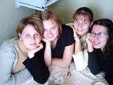Луана (вторая справа)